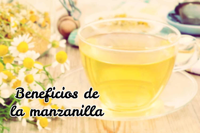 taza de manzanilla con limón